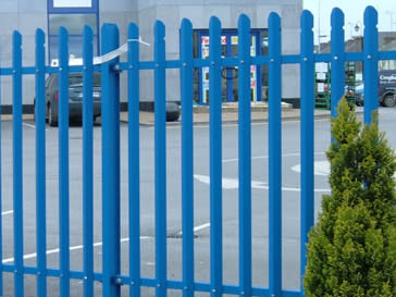 Blue palisade perimeter fencing for a commercial place