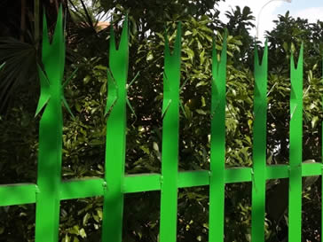 Green palisade fencing with 7 spikes for high security.